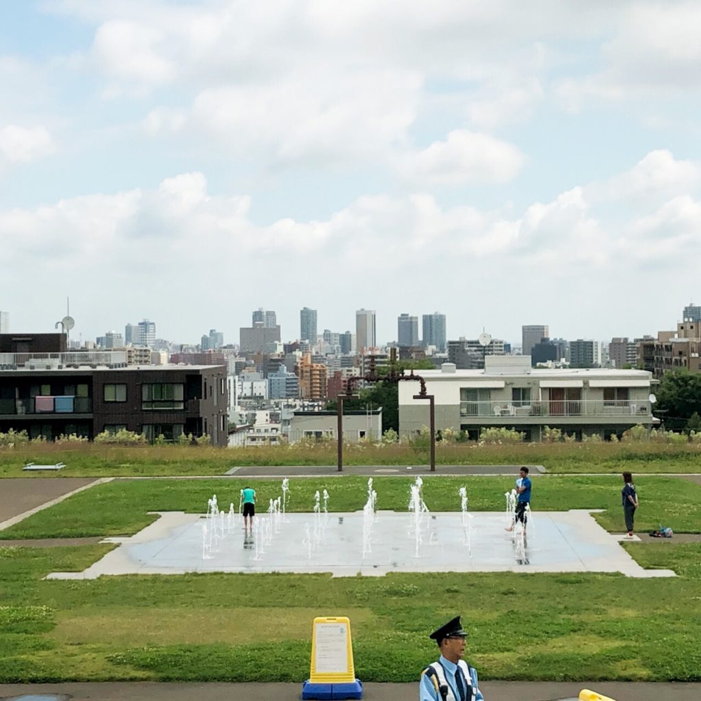 水道記念館屋外の水遊び広場