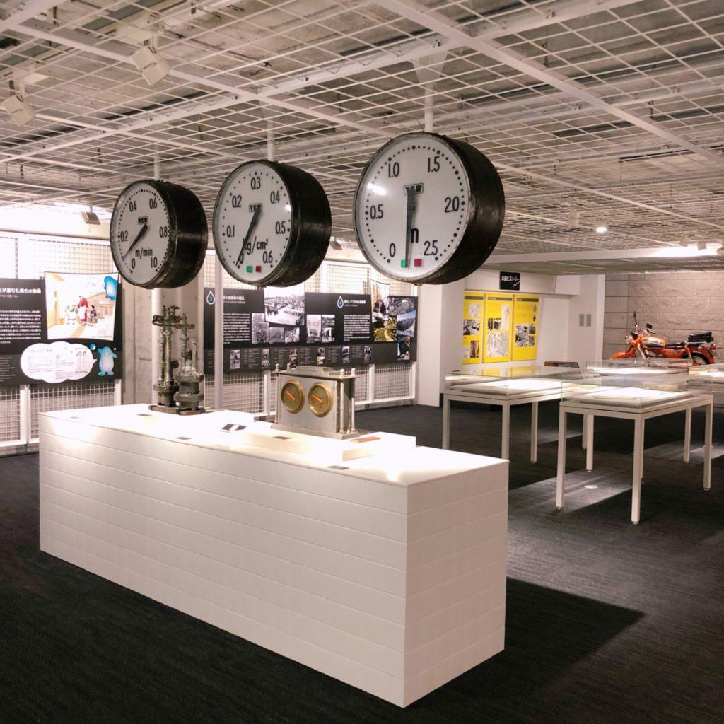 1階展示室に展示された時計のような機器