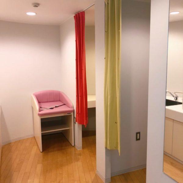 授乳室の個室やシンク