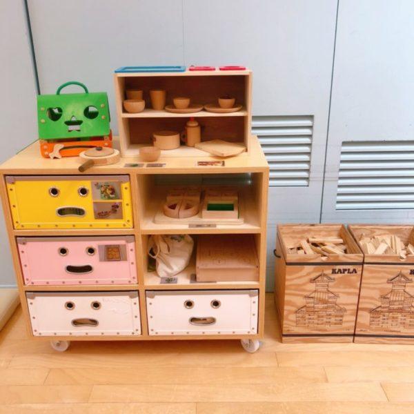 おままごとやカプラなどキッズスペースの木製おもちゃ