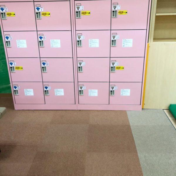 ダイアル式のピンクの無料ロッカー