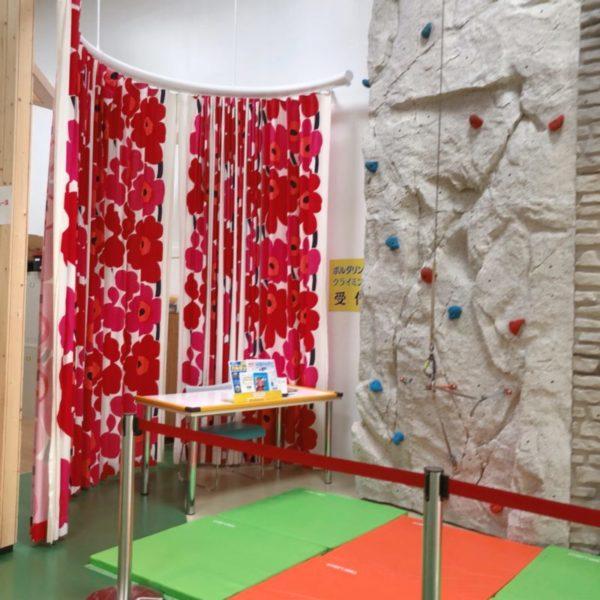 ウニッコ柄のマリメッコの生地の大きなカーテン