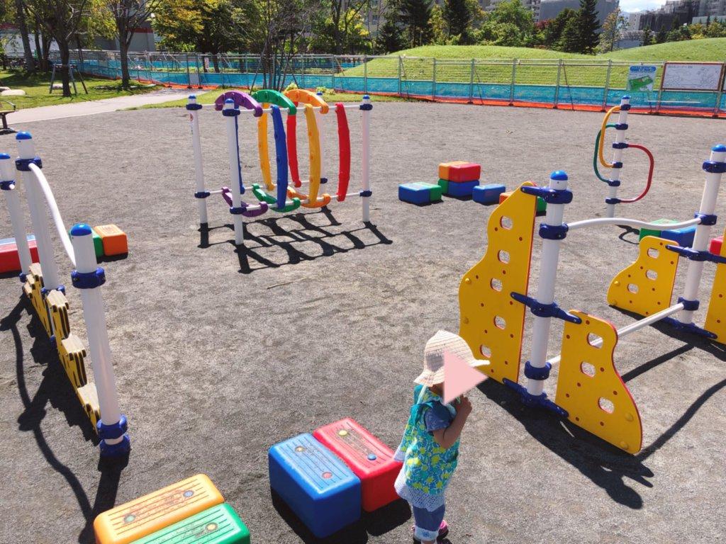 乳幼児向けのカラフルな遊具
