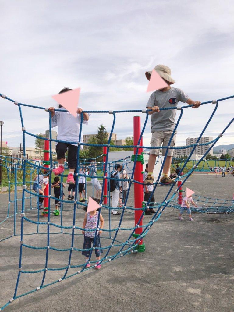 発寒西公園のネット状遊具