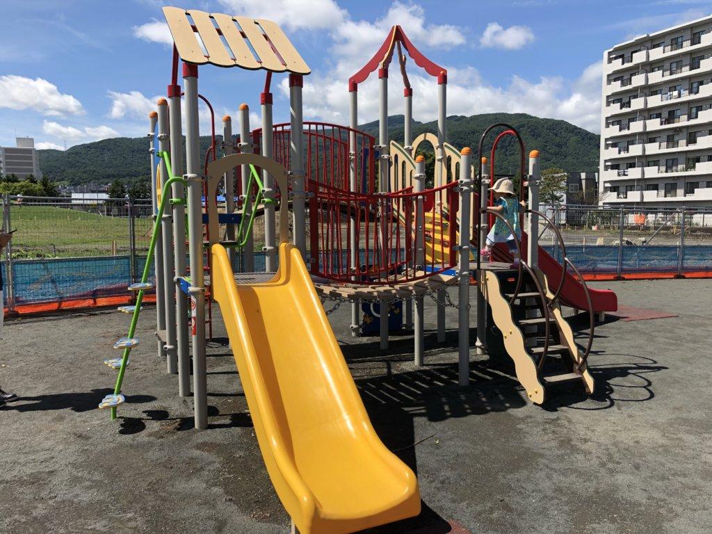 発寒西公園の幼児用、複合型遊具