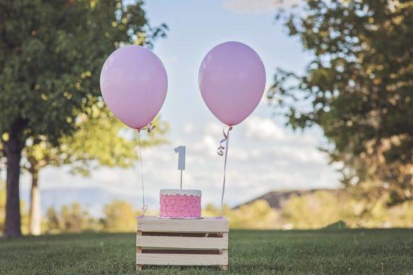 ピンクの浮く風船