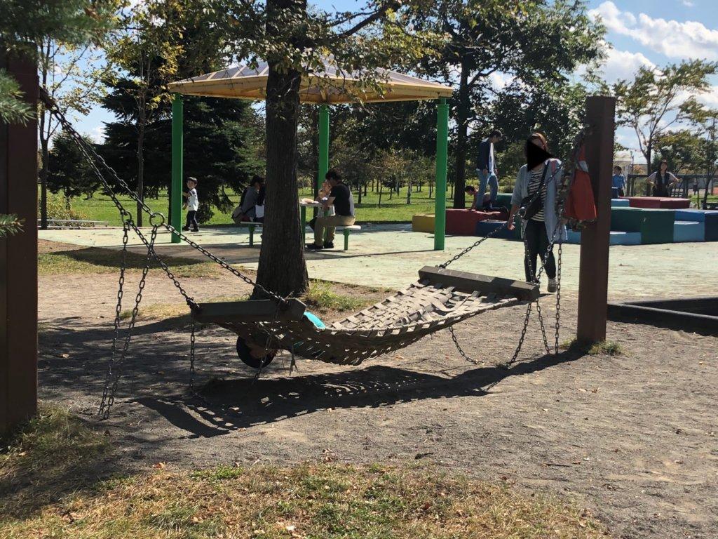 札幌市北区屯田公園の幼児向けハンモック遊具