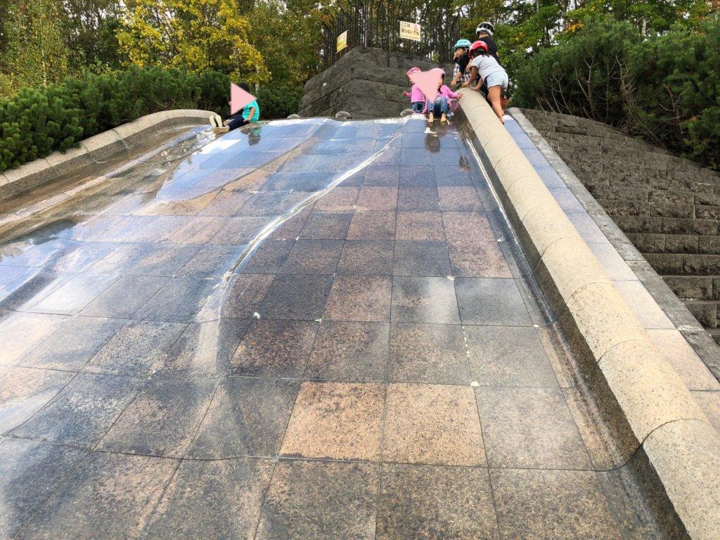 すずらん公園のつるつる滑り台