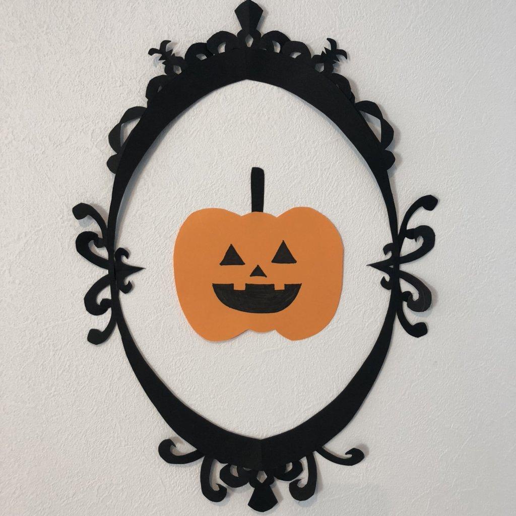 アンティーク調のフレームとかぼちゃ