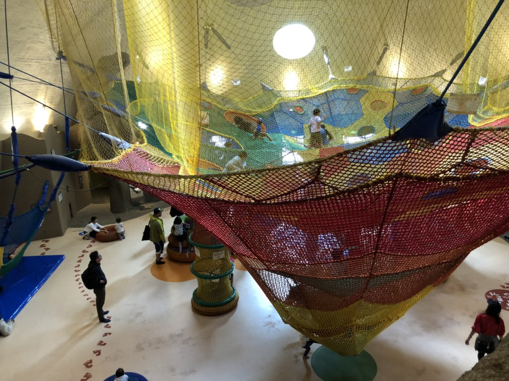 虹の巣ドームのネット遊具