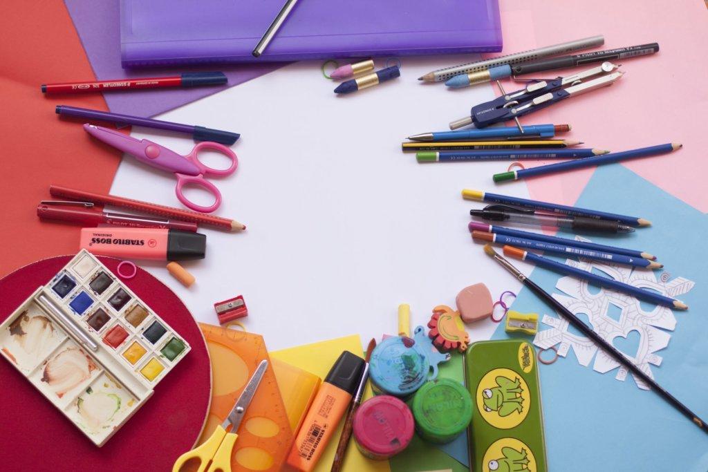 絵の具やペン