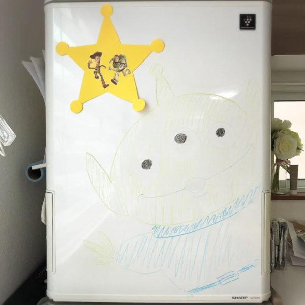 冷蔵庫に描いたトイストーリーのキャラクター